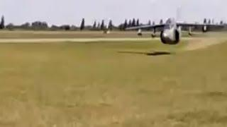 Argentine Air Force IA-63 Pampa crazy flyby