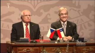 Czech President steals a pen