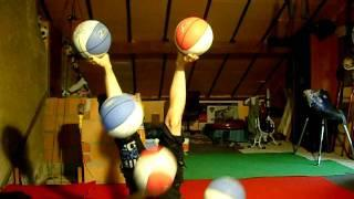 5 ball juggling with hands and feet