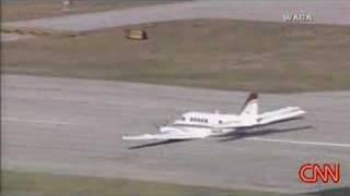 Perfect airplane landing without gear