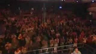 Phone Salesman Amazes Crowd - sings Nessun Dorma