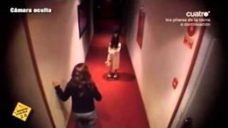 A little girl in the corridor of a hotel // scary hidden camera prank