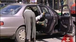 Injured woman can't fit in taxi - funny prank